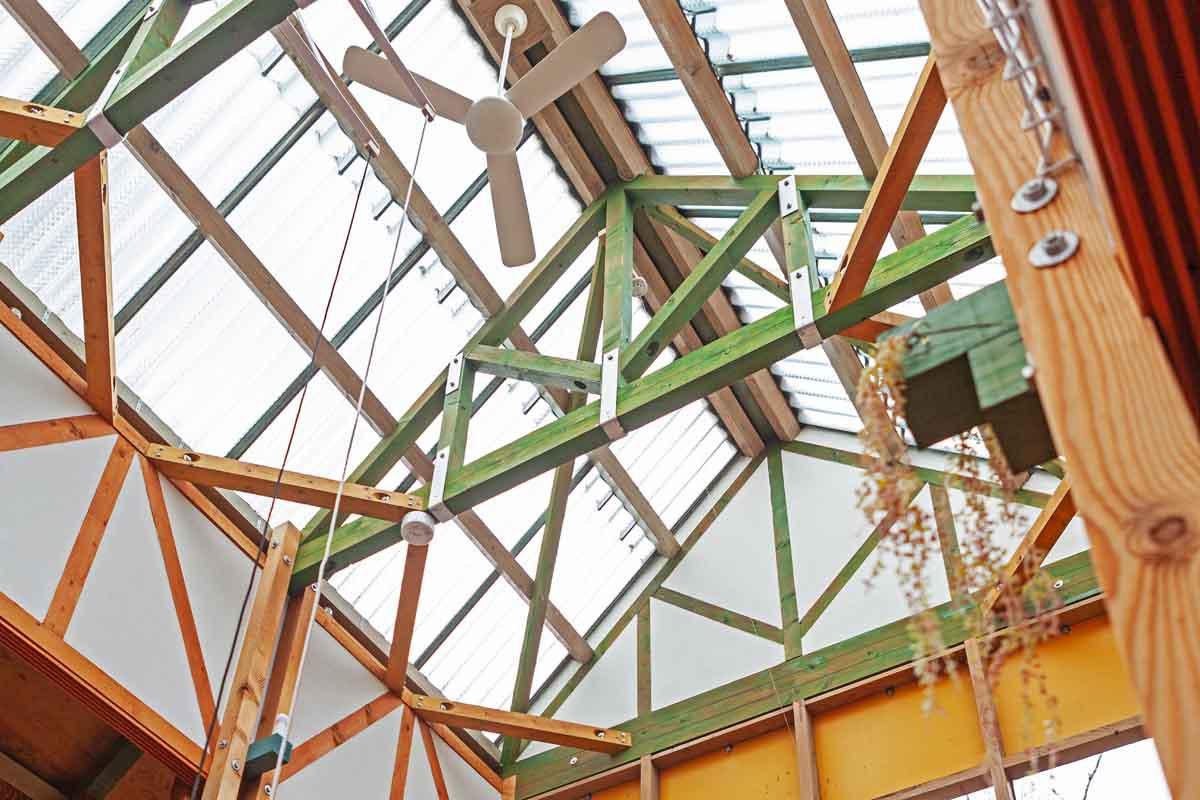 天然光が差し込む天井